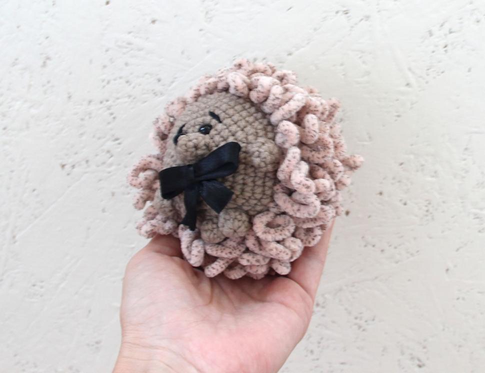 Вязаный ежик игрушки из плюшевой пряжи