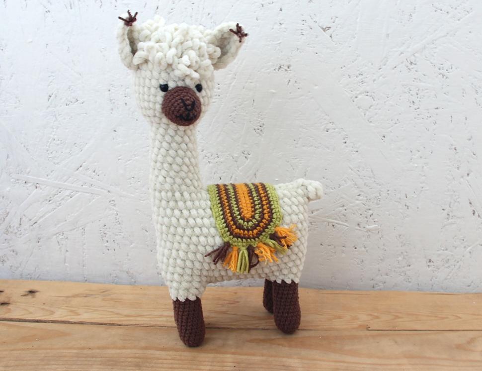 Вязаная лама из плюшевой пряжи ручной работы