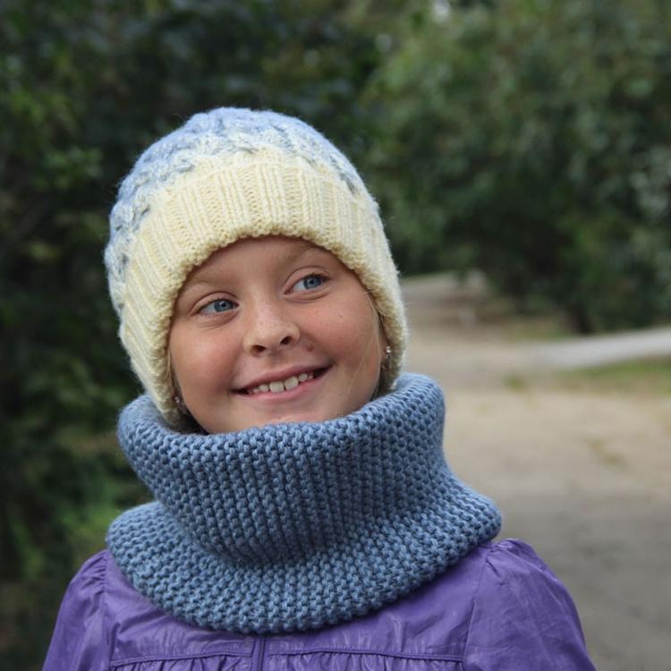 зимние шапки и шарфы вязаные спицами