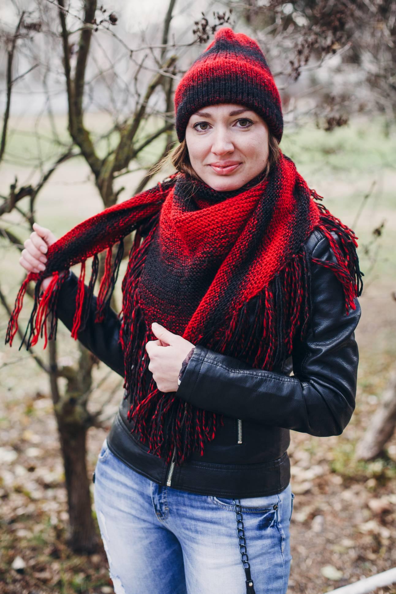5765c2c037a8 Вязаный комплект женский Black & Red